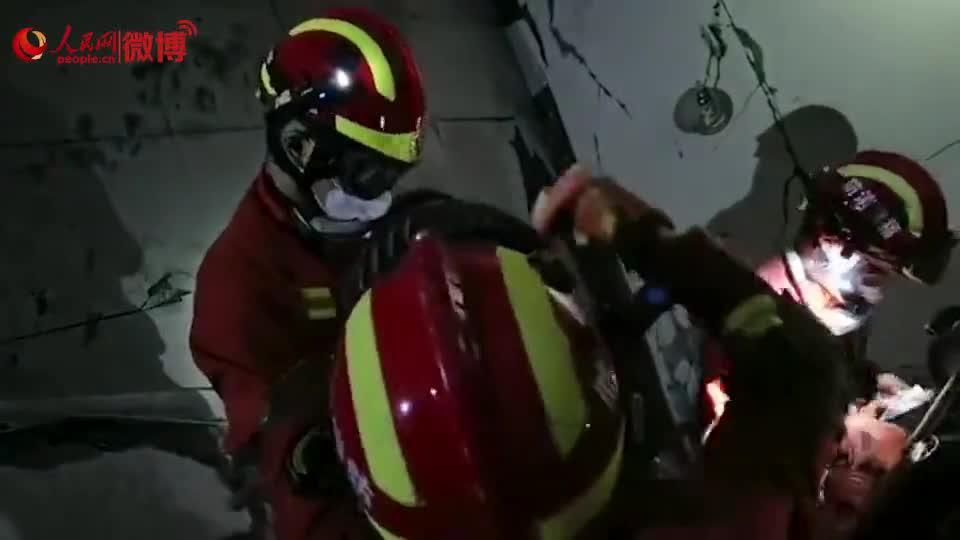 视频|欣佳酒店坍塌现场一名儿童被救出