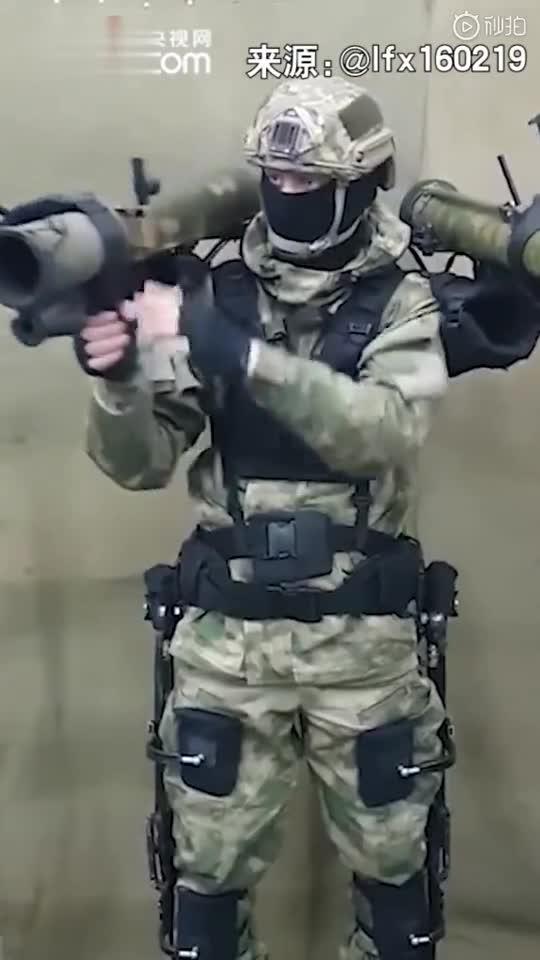 视频|人形高达?俄军展示机械外骨骼战士 肩上装了