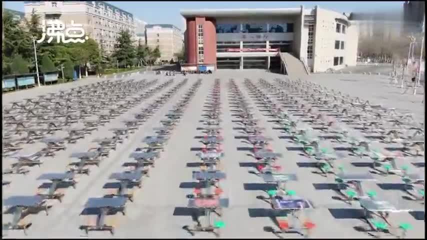 视频-航拍河南一高校餐桌摆满活动广场
