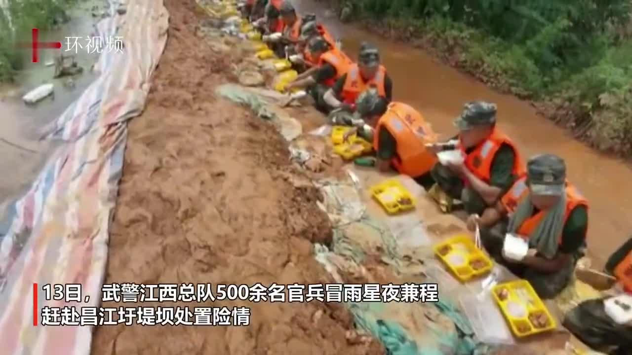 赶赴鄱阳湖救灾  武警官兵面向洪水吃午饭  9岁小学生唱歌答谢