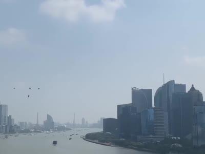 【视频】沪公安警航直升机今早挂国旗巡飞,你看到了吗?
