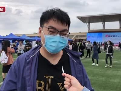 上海举行高校毕业生招聘会 部分学生为求工作降低月薪
