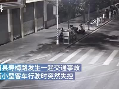 男子凌晨酒后驾车撞倒多棵树后翻车,涉嫌危险驾驶罪