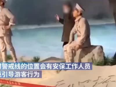 女子越警戒线和雕塑合影,南昌八一纪念馆:将加强管理