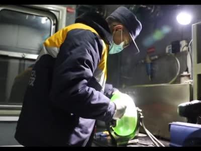 """【春运幕后人】春运路上的""""钢铁神探"""""""