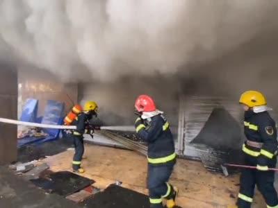 视频丨四川巴中:废品回收门市发生火灾 无人员伤亡
