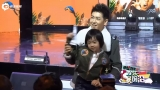 视频:林志颖陪儿子看卡通画面温馨 网友赞好男人