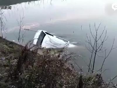湖北鄂州客车落水打捞现场