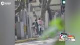 视频:马伊琍一家四口逛街 文章抱小女儿过马路