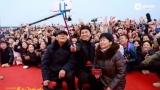 视频:王宝强回乡宣传人气爆棚 父母亮相显朴实