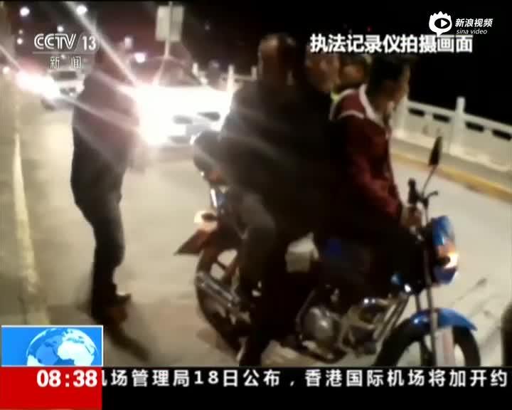 四人同骑摩托酒驾上路被抓 交警:玩什么车技