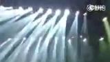 视频:张杰演唱突然失声 捂脸痛哭让歌迷心疼