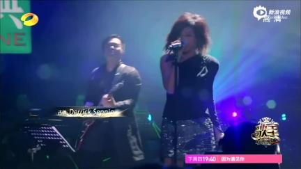 视频:《歌手》林忆莲变摇滚少女唱《盛夏光年》