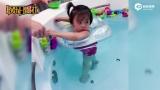视频:贾静雯女儿游泳变水底漫步 美出新高度