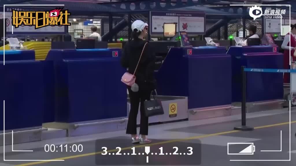 吴昕一身黑低调现身机场
