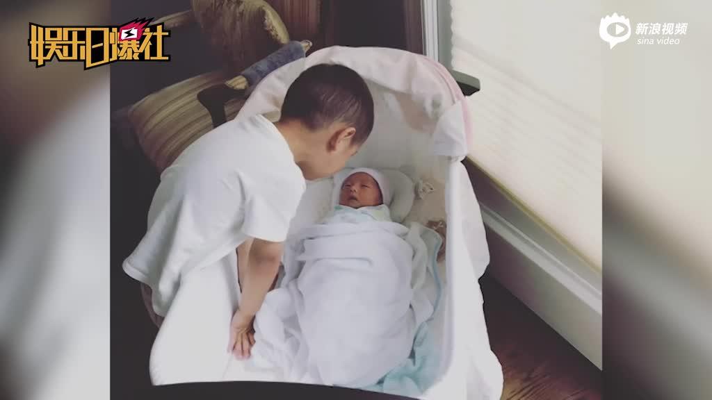 主持人李好喜获二胎大儿子与新生儿对视超有爱