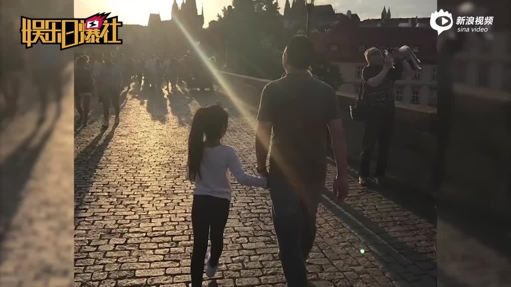 赵薇晒老公女儿幸福背影