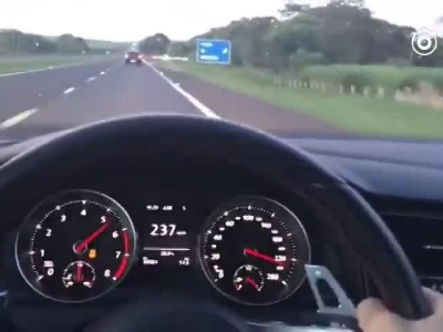 宝马m135i VS 高尔夫GTI 加速