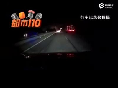 山西:太霸道!高速超车道上,越野车恶意逼停后方车辆