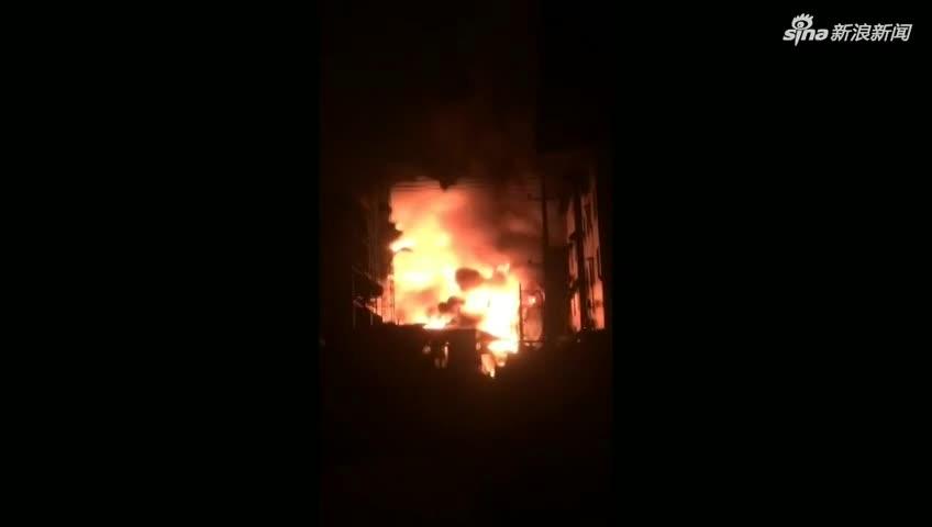 视频:广东揭阳一工厂突发大火 一栋楼在烈焰中轰然