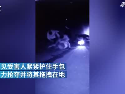 视频-两男子深夜抢劫 嫌第一个钱少又干一票