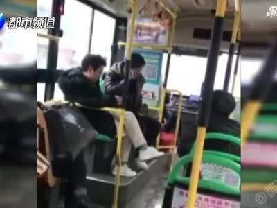 平頂山女子一個動作惹眾怒 被同車乘客