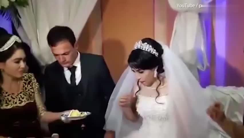 视频-因为一个玩笑 婚礼上新郎当众扇新娘耳光