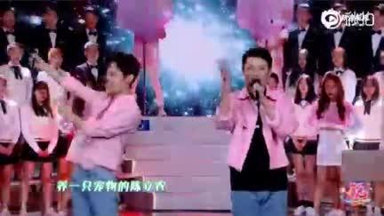 视频:陈立农王彦霖重聚 合唱《小镇姑娘》