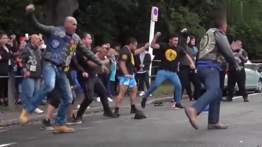 视频:新西兰民众用传统舞蹈向枪击案遇害者表达哀悼