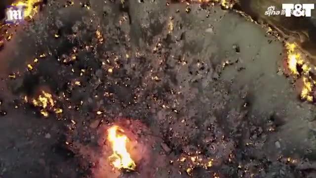 """视频-燃烧48年!无人机航拍土库曼斯坦""""地狱之门"""