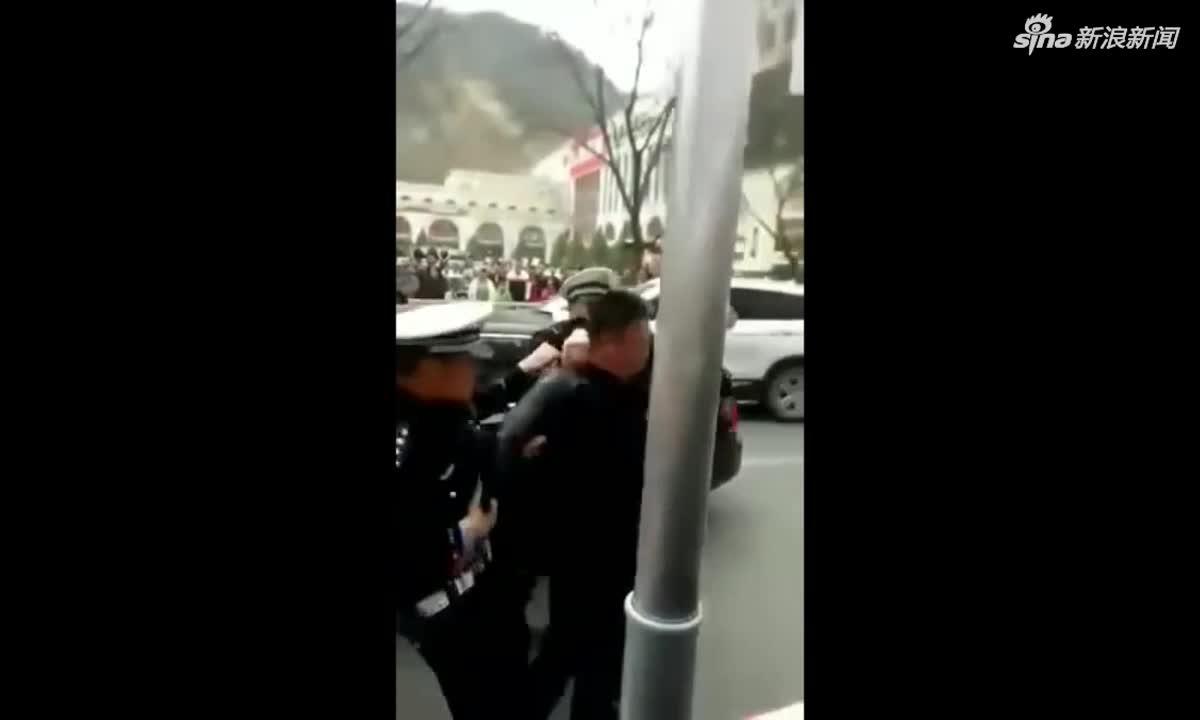 视频-延安甘泉交警队长酒驾被市交警强制带离 纪委