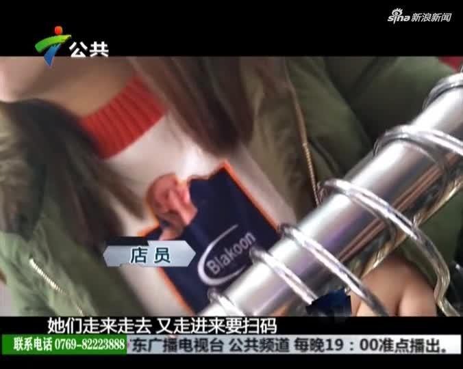 视频-两女扫码送礼被驱赶 与保安街头互殴