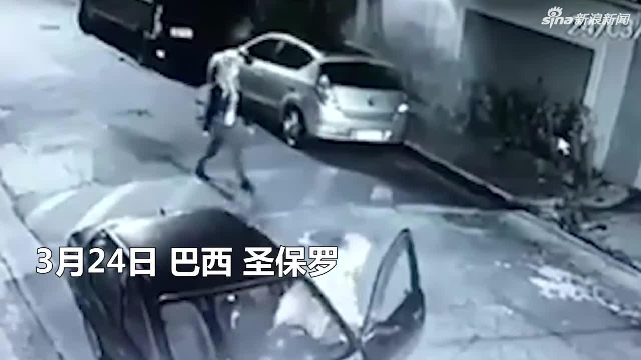 视频:巴西男子抢劫碰到女警 当场遭其开枪反杀