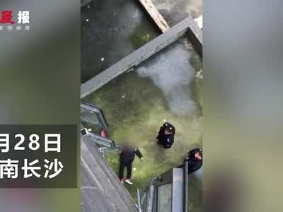 长沙县一小区八岁男童不慎坠楼身亡
