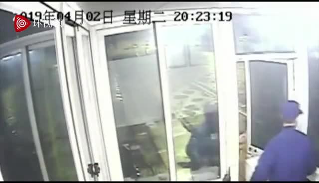 视频:一份又一份外卖 让杭州消防小哥哥红了眼眶