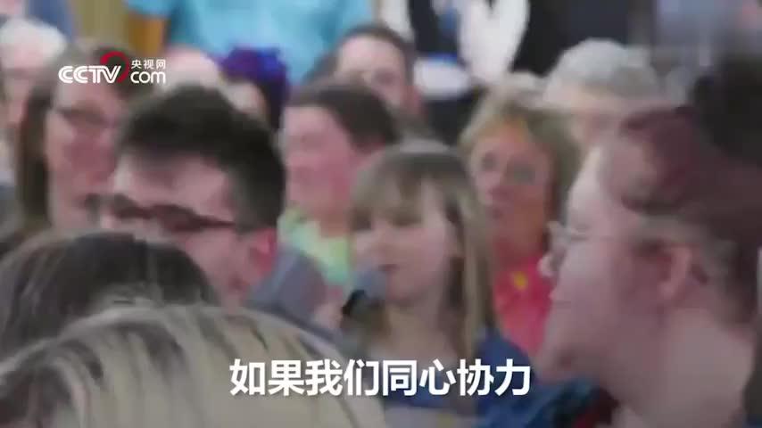 """视频:10岁女孩发言太完美 美国总统候选人""""邀"""""""