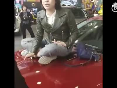 西安奔跑女车主哭诉维权:讲道理被欺负,受奇耻大辱