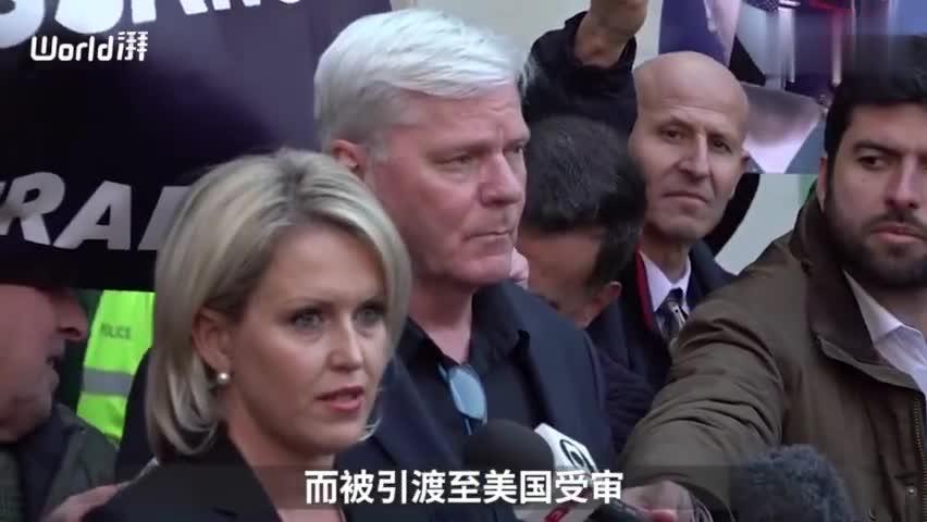 视频-阿桑奇出庭竖大拇指,特朗普否认知情