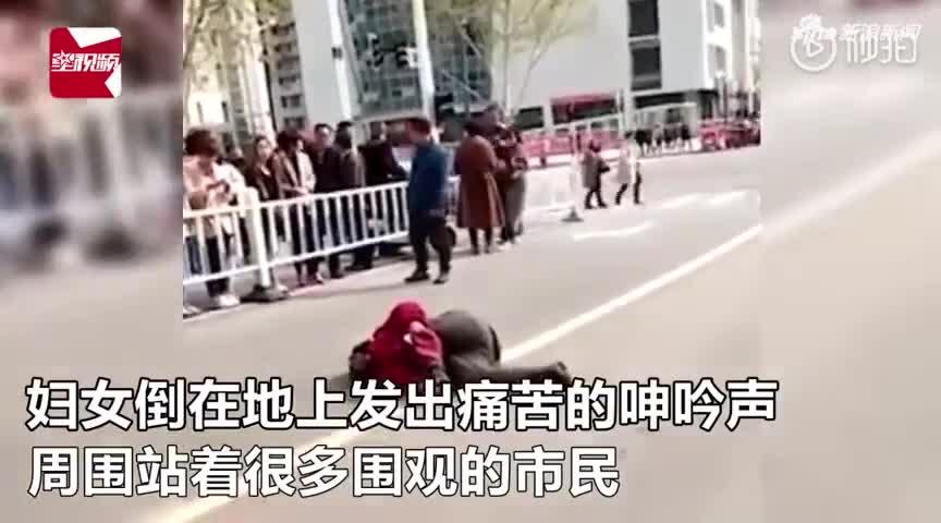 视频-城管执法车碾压摊贩腿部?警方:阻碍执法故意