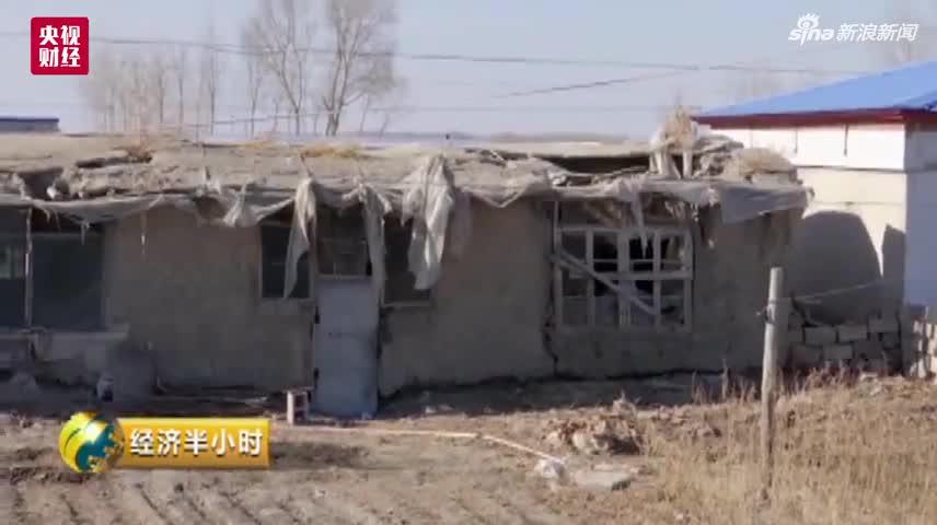 视频-吉林现掺假扶贫房:危房外糊层砖 土墙裂到屋