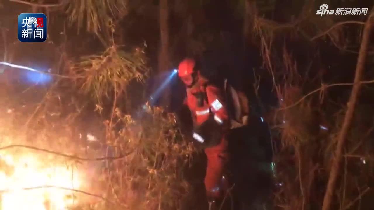 视频-云南大理鹤庆县发生森林火灾 正在紧急扑救