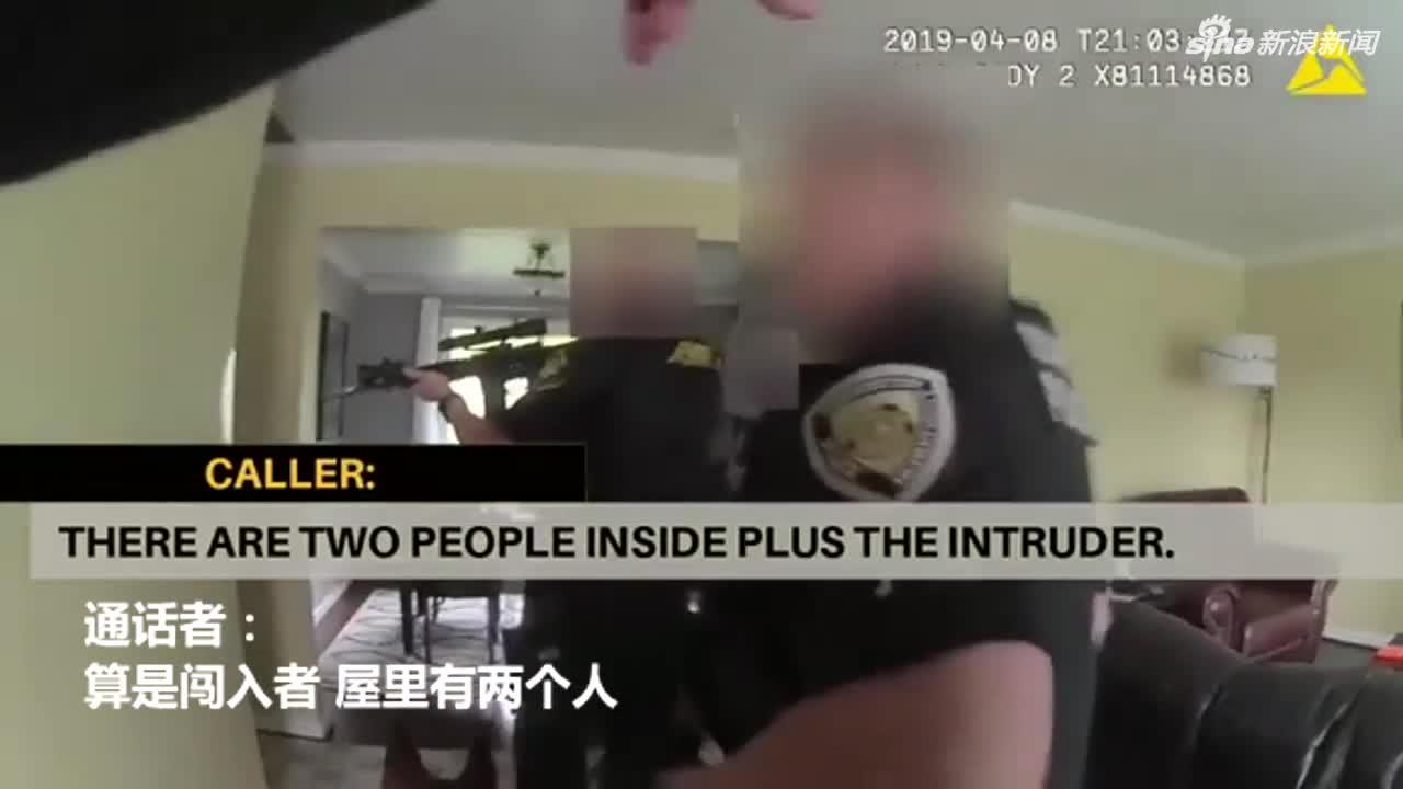 视频:洗手间房门锁住里边却有黑影移动 警方持枪破
