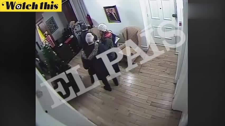 视频-阿桑奇使馆内生活录像曝光:半夜开音乐玩滑板