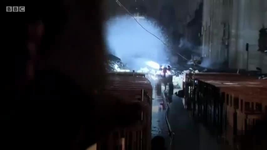 视频-巴黎圣母院大火后内部画面 昔日教堂已堆满焦