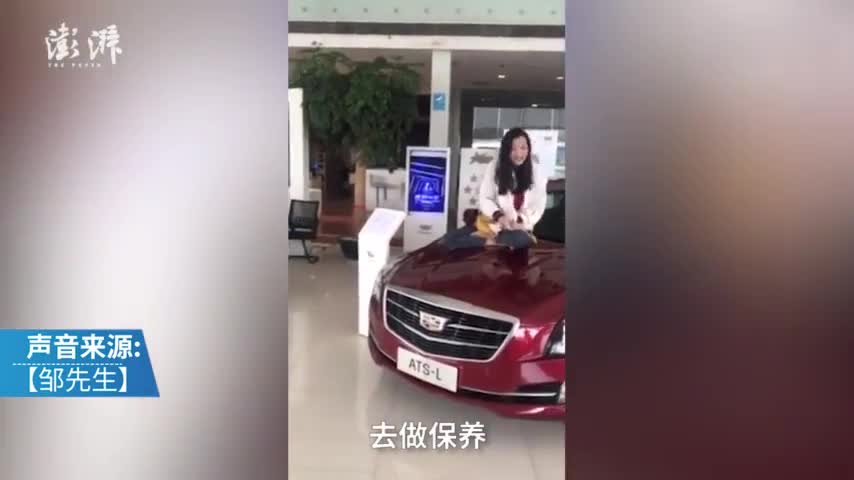 视频-女车主坐引擎盖维权:凯迪拉克谎报购车日期