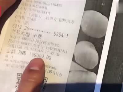 """视频-西安男子86万购奥迪被人""""伪造""""签名提了车:别人至少有个漏油的车"""