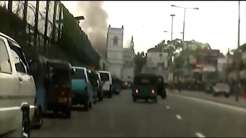 现场视频|斯里兰卡教堂爆炸瞬间:浓烟碎片冲天