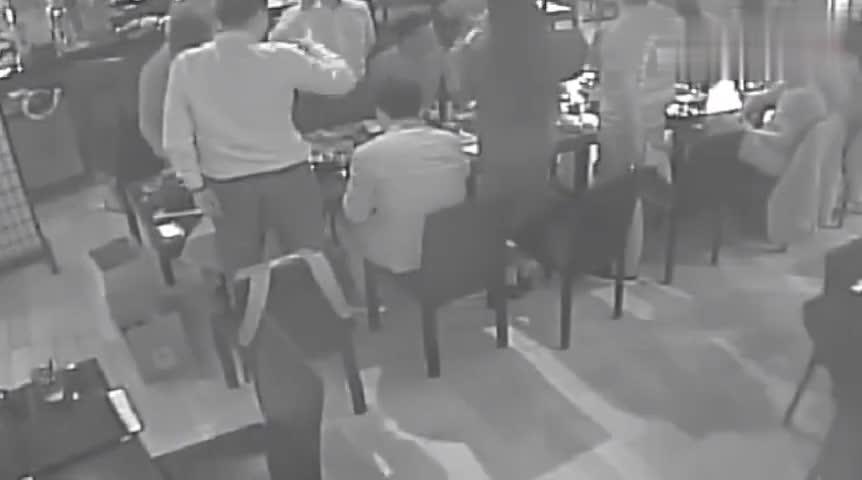 视频-刘强东案第五段视频曝光:3小时饭局女生被劝