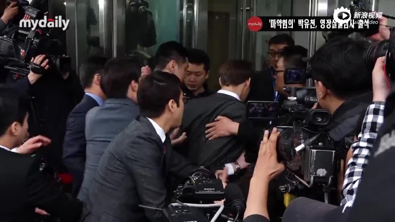 视频:朴有天出席拘留前嫌疑人审讯