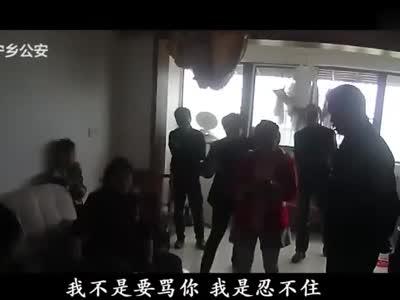 妻子跳楼丈夫楼下看热闹 民警:我代表所有人骂你